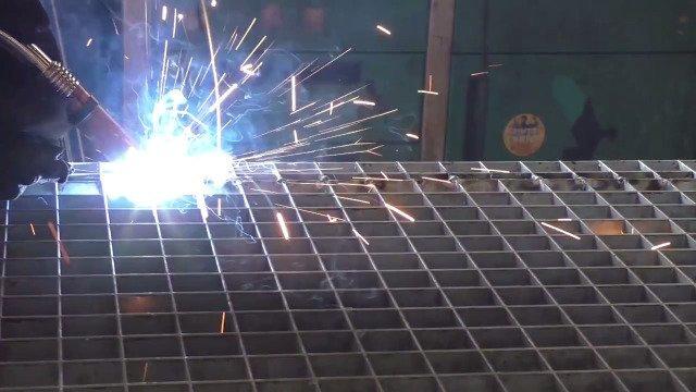 NetSoft Metall® vor Ort: Michael Schnibbe von Brokop Stahlbau wirkt dem Fachkräftemangel entgegen..